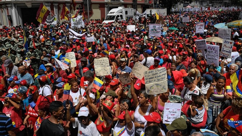 FOTOS: Partidarios del Gobierno de Maduro marchan por Caracas