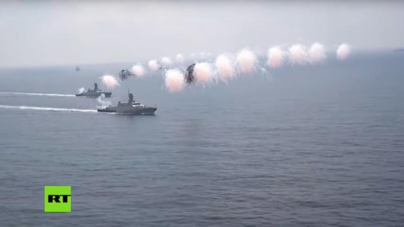 VIDEO: Un submarino y dos corbetas rusas participan en el desfile naval del puerto sirio de Tartus