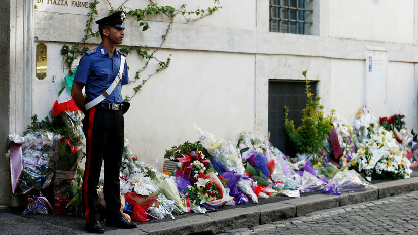Ojos vendados y manos atadas: La Policía italiana investiga la conducta de sus oficiales por una foto viral