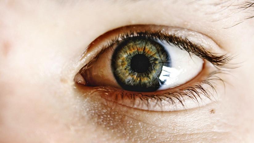 Acude al médico por una irritación y le encuentran una garrapata en el ojo