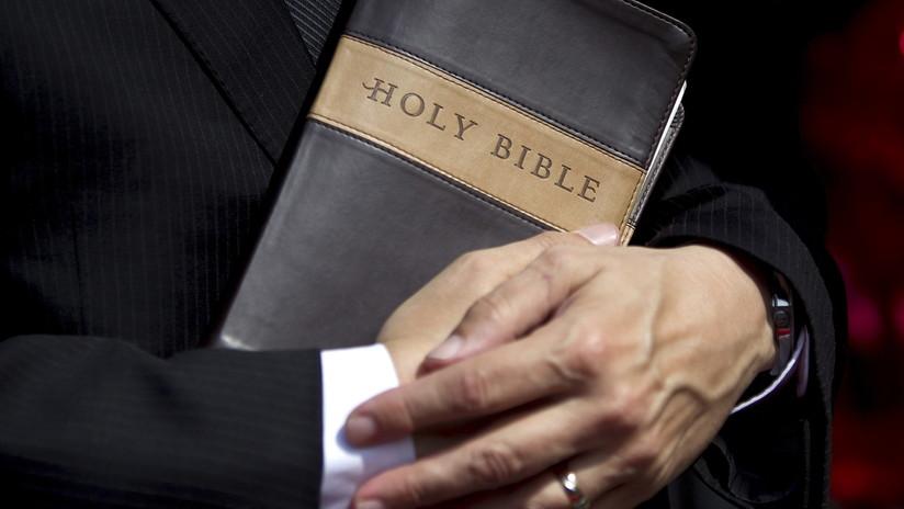 Un expastor autor de un 'best seller' sobre las relaciones románticas para cristianos anuncia su divorcio y haber perdido la fe