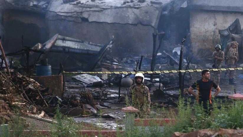 Al menos 15 muertos por un accidente aéreo en Pakistán