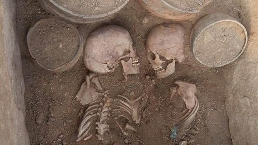 FOTOS: Encuentran una pareja de jóvenes nobles enterrados cara a cara hace 4.000 años