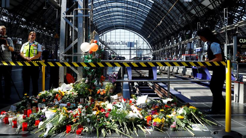 Muere un niño de 8 años tras ser empujado con su madre a la vía del tren en Alemania