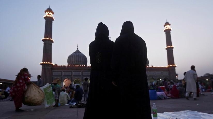 """La India prohíbe la """"práctica arcaica y medieval"""" del divorcio instantáneo musulmán a través del 'triple talaq'"""