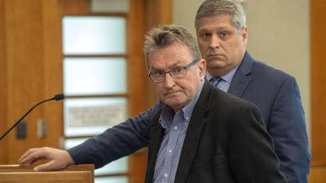 Sterling Van Wagenen, a la izquierda, se declara culpable durante su aparición inicial en American Fork, Utah, el 30 de abril de 2019.