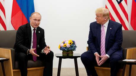 El presidente ruso, Vladímir Putin, y su homólogo estadounidense, Donald Trump, en Osaka, Japón, el 28 de junio de 2019