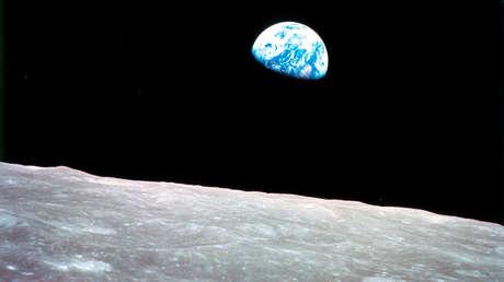 Panoramica parcial de la Tierra vista desde la Luna.