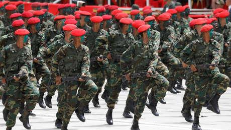 Militares venezolanos en un desfile en Los Próceres, Caracas.