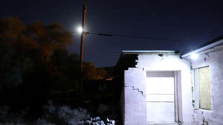 Casa destruida por un terremoto cerca de Trona, California, EE.UU.