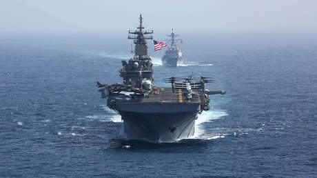 Dos buques de la Marina de EE.UU. en el mar Arábigo