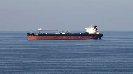 Petroleros pasan por el estrecho de Ormuz, el 21 de diciembre de 2018.