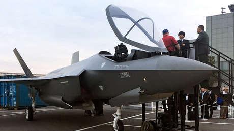 Una maqueta del avión de combate F-35 a tamaño natural.