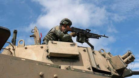 Un soldado participa en ejercicios militares que simulan la invasión del Ejército Popular de Liberación de Taiwán, el 30 de mayo de 2019.