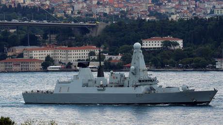 El destructor de misiles HMS Duncan (D37) de la Marina Real de Reino Unido, Estambul, Turquía, 12 de julio de 2019.