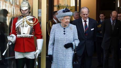 La reina Isabel II de Inglaterra en el Museo del Ejército Nacional en Londres, el 16 de marzo de 2017.