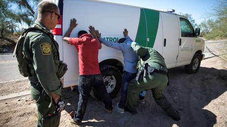 Arresto de dos migrantes que cruzaron la frontera entre EE.UU. y México, 11 de septiembre de 2018.