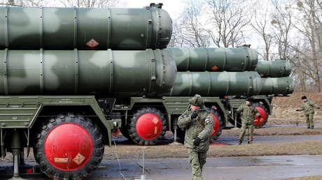 Un sistema S-400 en una base militar próxima a Kaliningrado, Rusia.
