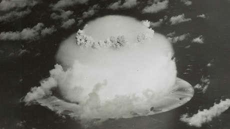 Explosión nuclear en el atolón de Bikini durante una serie de pruebas en julio de 1946.