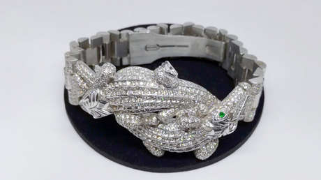Esclava para caballero en oro blanco con un valor de 8.578 dólares, parte de las joyas que subastará el Gobierno de México.
