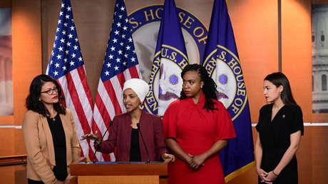 Las congresistas Rashida Tlaib, Ilhan Omar, Ayanna Pressley y Alexandria Ocasio-Cortez en una conferencia de prensa en Washington, 15 de julio de 2019.