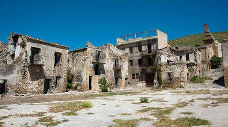 Ruinas de la ciudad siciliana de Poggioreale en Italia.