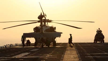 Un sistema LMADIS (derecha) en la cubierta de vuelo del USS Boxer en el mar de Arabia, el 16 de julio de 2019.