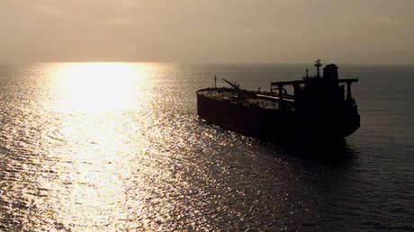 """""""Bomba flotante"""": Petrolero abandonado cerca de la costa yemení amenaza con una """"explosión catastrófica"""""""