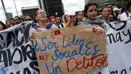 Pancarta enarbolada durante una huelga nacional en Bogotá, Colombia. 25 de abril 2019.