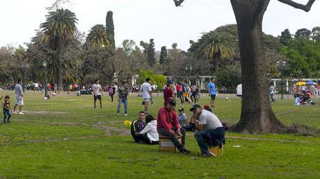 Jóvenes argentinos celebran el Día de la Primavera en Palermo, Buenos Aires, 21 de septiembre de 2016.