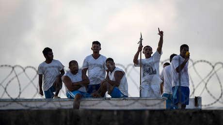 Reclusos en el tejado de la prisión de Alcacuz, Río Grande del Norte, Brasil. 23 de enero de 2017.
