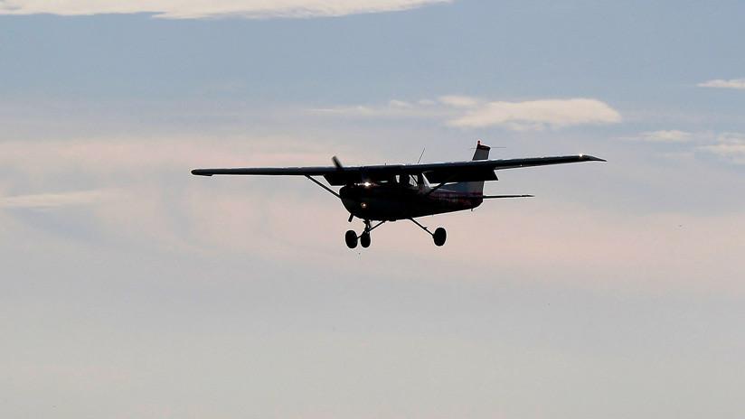 Una estudiante de Cambridge abre la puerta y se arroja de una avioneta en Madagascar