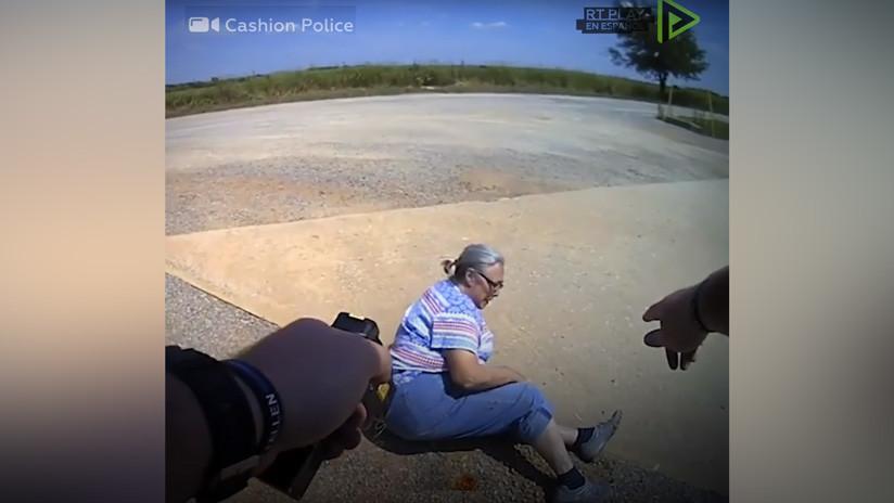 VIDEO: Un policía de EE.UU. aturde a una sexagenaria dos veces con una pistola táser durante su arresto