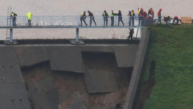 VIDEO: Evacúan un pueblo en Reino Unido por temor de que colapse una represa
