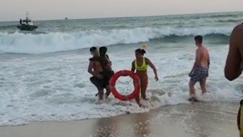 """""""Pensé que no me ibas sacar porque soy negro"""": Una socorrista argentina rescata a un niño de 10 años a punto de ahogarse en España"""