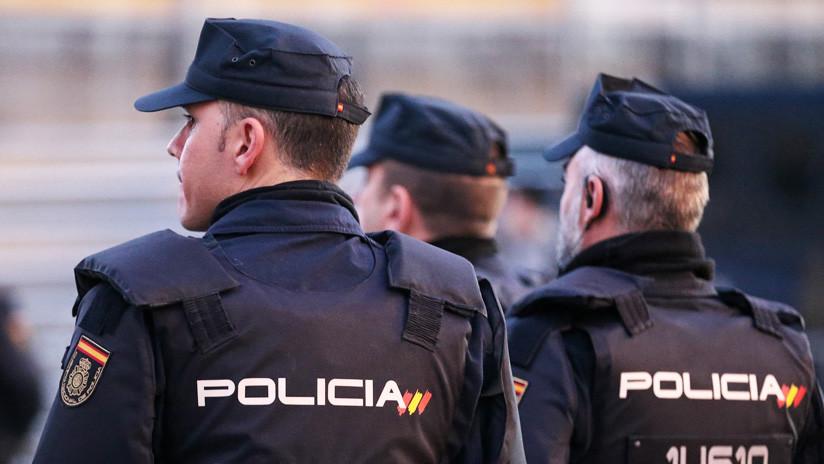 Un hombre amenaza con degollar a su compañero de piso en el balcón de un hotel en el sur de España
