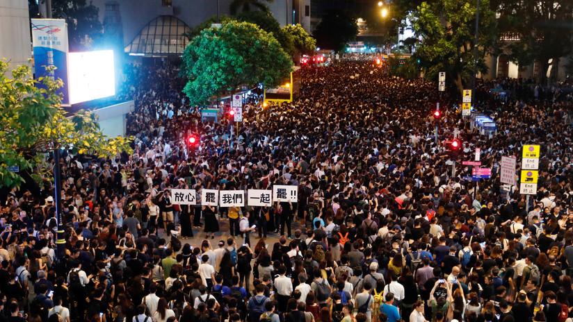 VIDEOS: Los manifestantes en Hong Kong utilizan rayos láser para evitar ser identificados por la tecnología de reconocimiento facial de la Policía