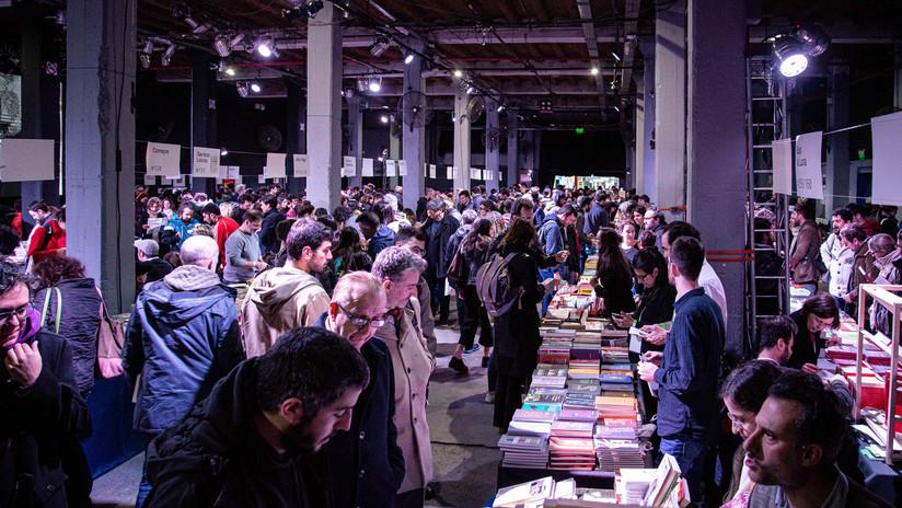 Una feria de editores independientes se sobrepone a la crisis y reúne a los argentinos en torno al libro
