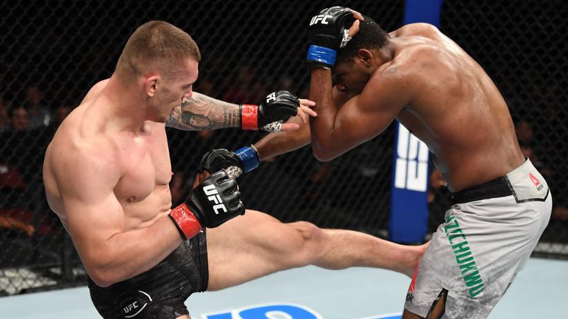 VIDEO: Luchador resiste tres fuertes patadas en la ingle para lograr su primera victoria en la UFC
