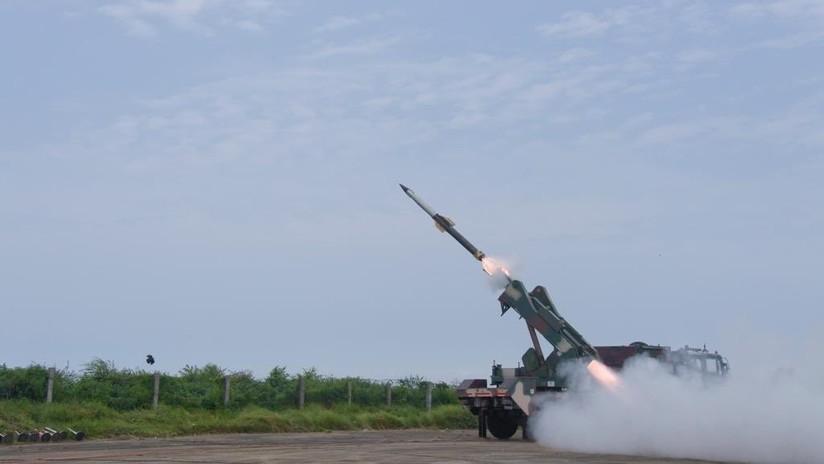 """VIDEO: La India prueba con éxito un sistema de defensa aérea """"de la reacción rápida"""" en medio de las tensiones con Pakistán"""