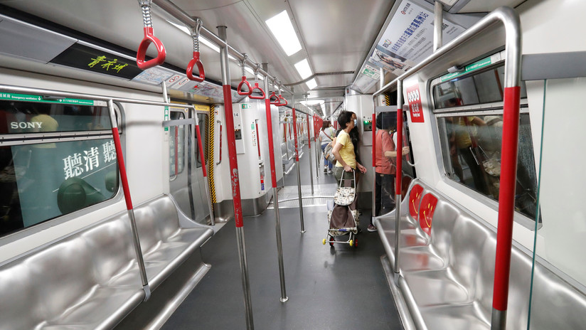 FOTOS, VIDEO: Cancelan más de 200 vuelos y suspenden la mayoría de las líneas del metro en Hong Kong por la huelga general y las manifestaciones
