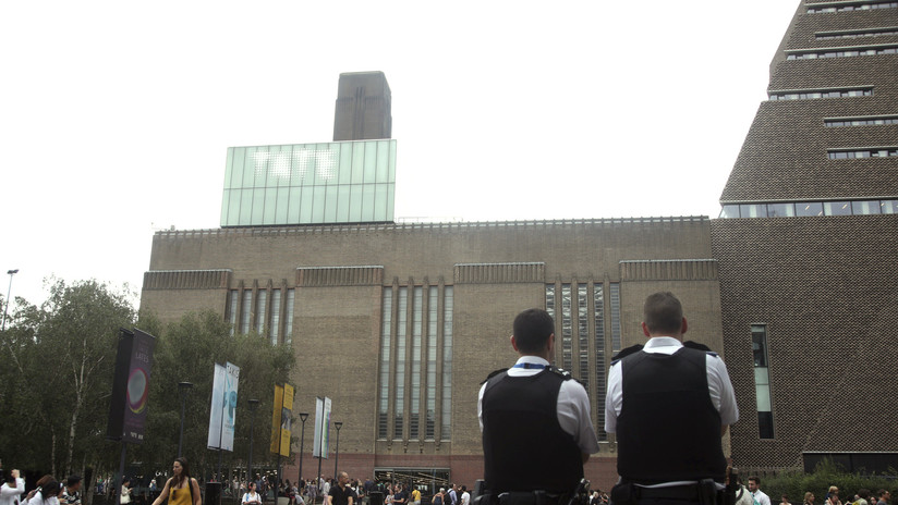 Un adolescente arroja al vacío a un niño de 6 años desde el 10.º piso del museo Tate Modern de Londres