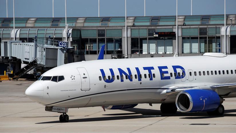 Detienen a dos pilotos ebrios de United Airlines antes de subir al avión