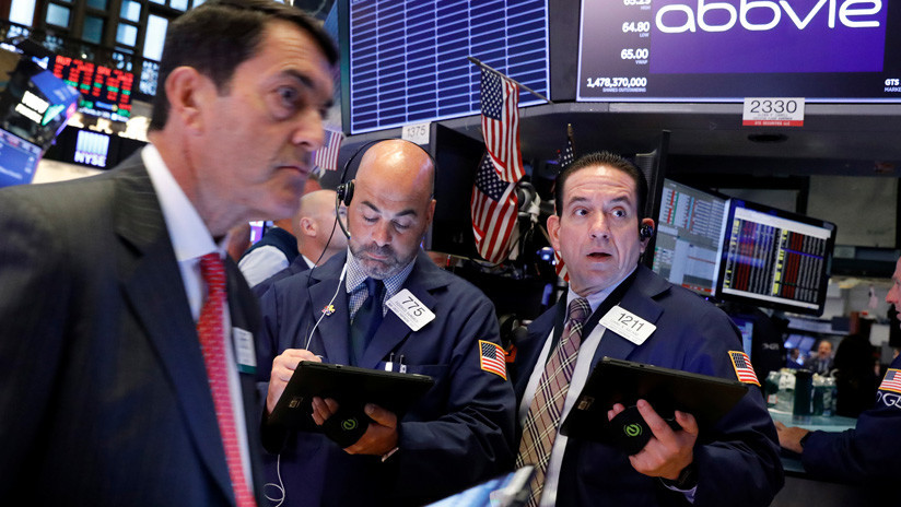 El Dow Jones se hunde casi 900 puntos por temor a una escalada en la guerra comercial entre EE.UU. y China