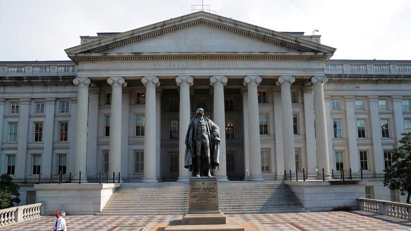 """EE.UU. llama a China """"manipulador de divisa"""" tras la caída del yuan al nivel más bajo en la última década"""