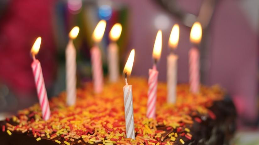 VIDEO: 'Corta' de un balazo su pastel de cumpleaños en la India
