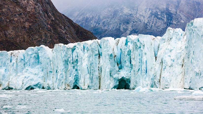 FOTO: Una imagen por satélite de Groenlandia resume 'de un vistazo' el alarmante repliegue de su hielo