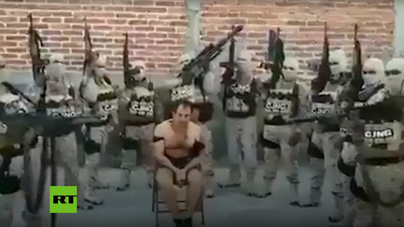 """""""Venimos a limpiar toda esta lacra"""": Sicarios mexicanos interrogan y matan a un líder rival (VIDEO)"""