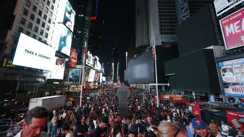 Nueva York: Multitud huye presa del pánico de Times Square al confundir el sonido de una moto con un tiroteo (VIDEO)