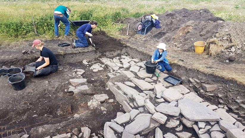 Descubren una 'sala de bebida' que pudo ser utilizada por un jefe vikingo hace más de 800 años (FOTOS)